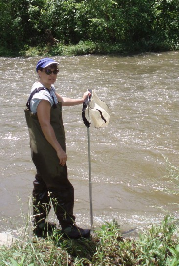 Biologist Kim Smith doing aquatic macroinvertebrate sampling. Credit: USFWS