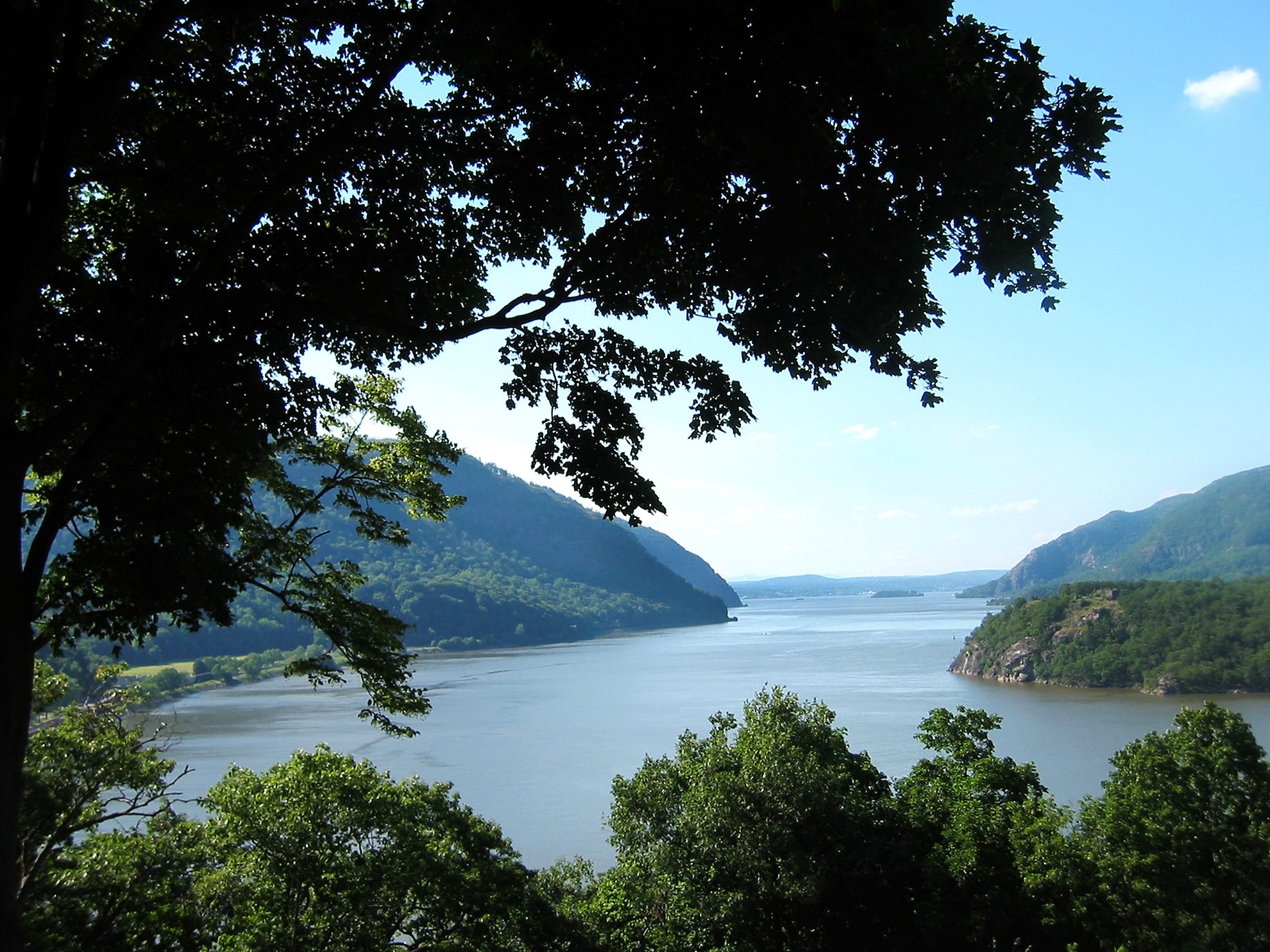 Photo of Hudson River from Creative Commons Flickr user Elizabeth Bean, http://www.flickr.com/photos/52975930@N00/112703530/