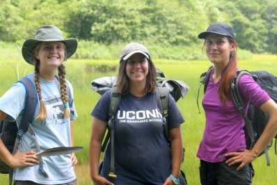 Site leader Emma Shelly, flanked by her research specialists Chistina Cerino (L) and Jeanna Mielcarek (R). Credit: Charlotte Murtishaw/USFWS