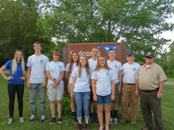 The Youth Conservation Corps team at Erie National Wildlife Refuge, summer 2015. (Photo credit: Vicki Miller, USFWS.)