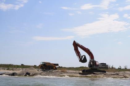 Fog Point living shoreline - land-based construction moving sand and rock. Credit: Lia McLaughlin/USFWS