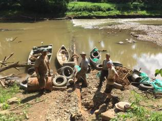 First load of 200 tires collected from ¼ mile of stream. Credit: Nick Millett/USFWS