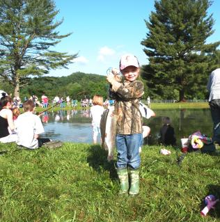 girlwithfish_wssnfh_usfws_consentonflickr